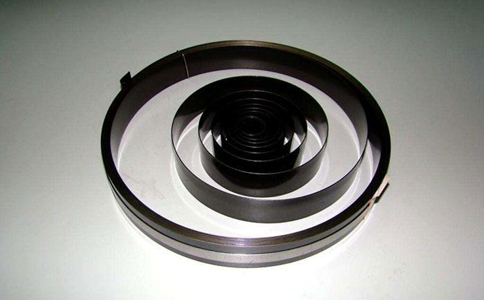 不锈钢带弹簧与普通金属弹簧的区别