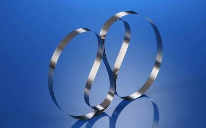 不锈钢带轧穿的成因及控制